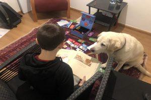 עידוד ושיפור קריאה בעזרת כלבים